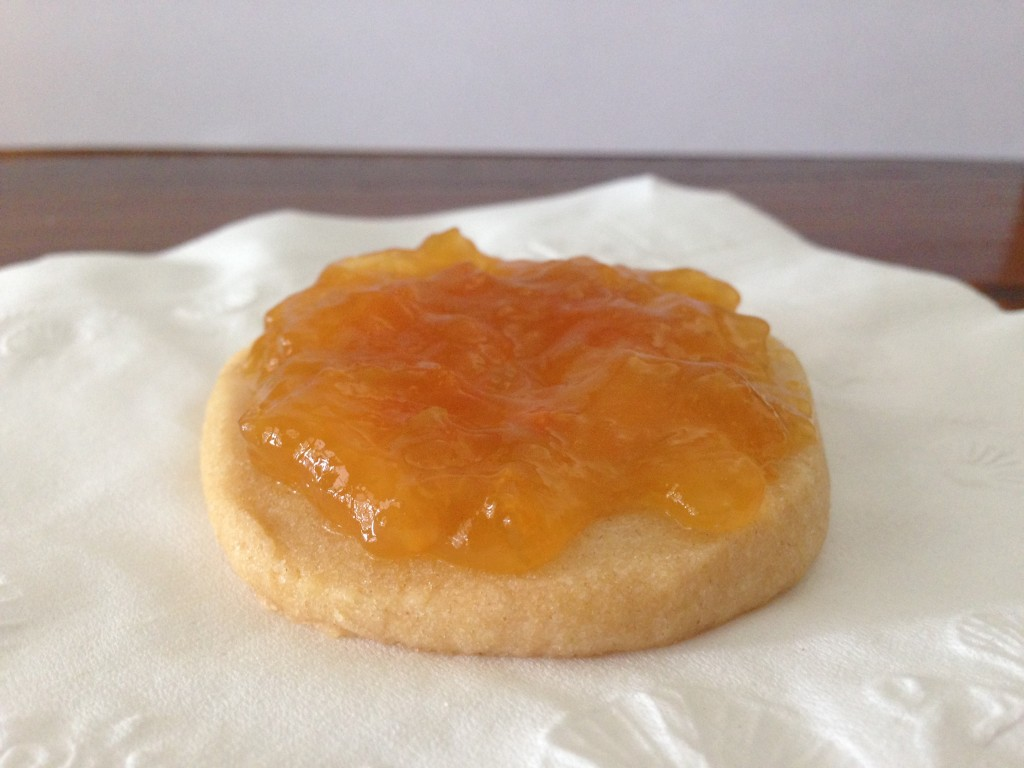 shortbread cookie with apricot jam